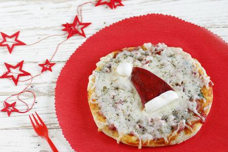 Recetas de navidad para hacer con niños. Minipizzas de Papá Noel