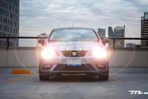 Siempre debes conducir con luces encendidas (sí, incluso de día) y te explicamos por qué