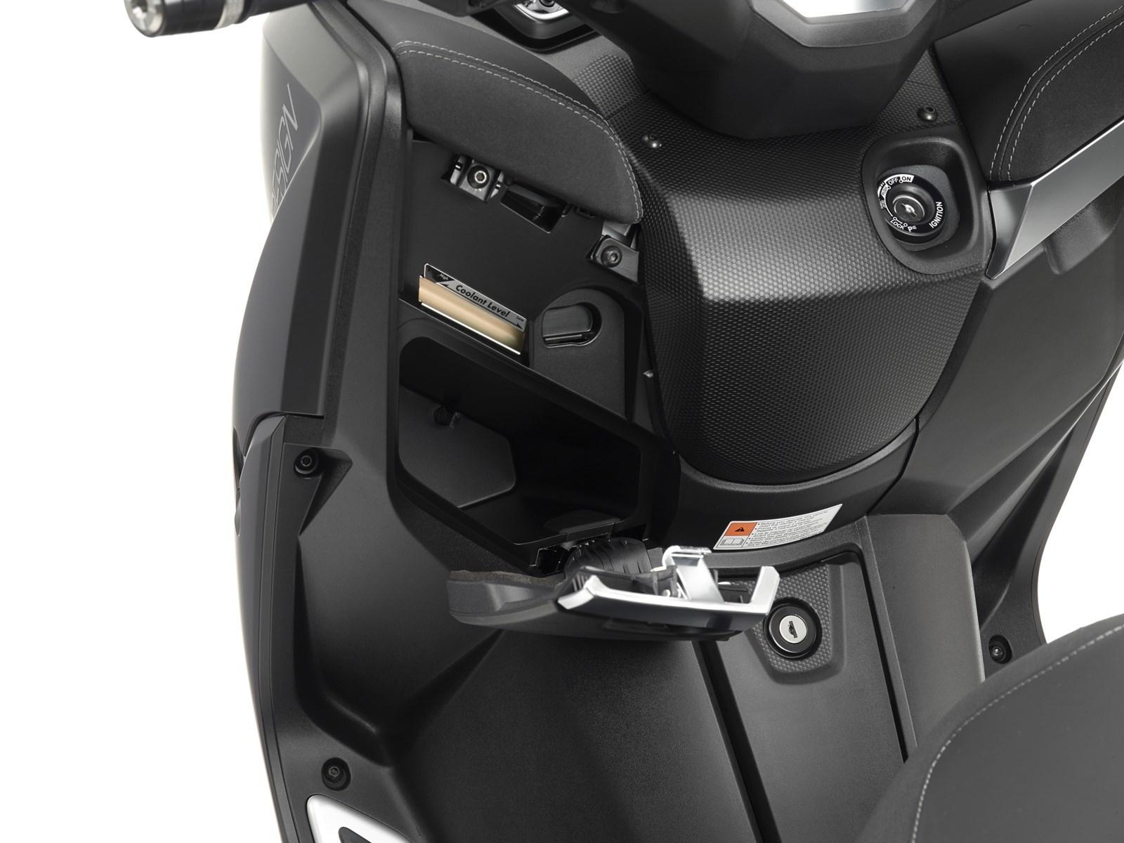 Foto de Yamaha X-MAX 400 MOMODESIGN, estudio y detalles (20/33)