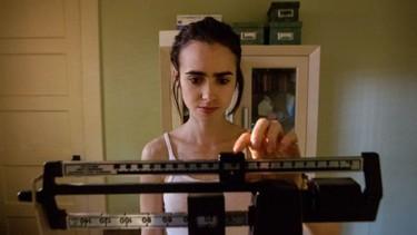 """Lily Collins vuelve a luchar contra la anorexia, aunque esta vez es en su nueva película """"Hasta los huesos"""""""