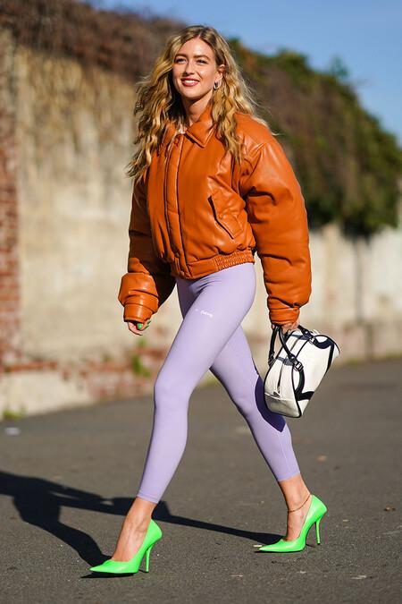 Regresamos a los años 80 en 2021: los leggings de colores vibrantes aterrizan para romper los aburridos looks invernales