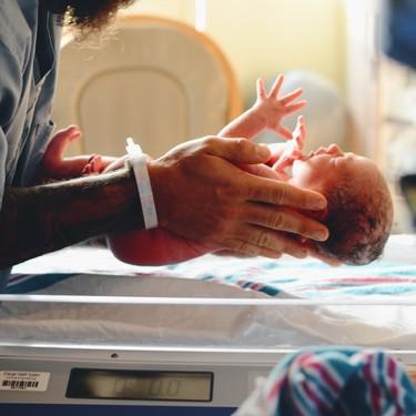 Una embarazada con coronavirus dió a luz a un bebé sano en Italia