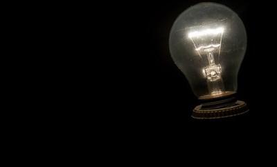 Las eléctricas devolverán en junio alrededor de 40 euros a cada consumidor