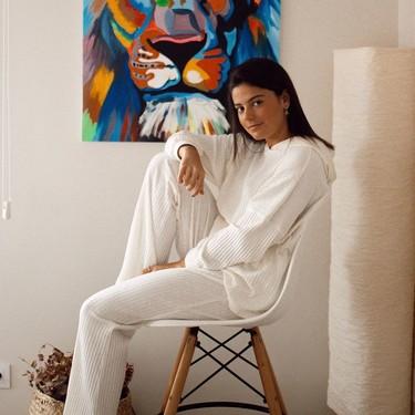 Todos estos bonitos pijamas de H&M cuestan menos de 30 euros y apetece llevarlos con una de sus zapatillas de pelo para andar por casa
