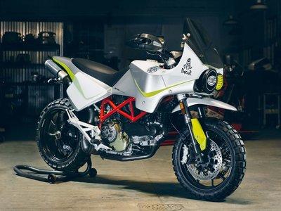 La última propuesta de Walt Siegl, una preciosa Ducati Hypermotard digna del Dakar de los años '80