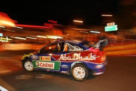 Jari-Matti Latvala sigue líder y los Citroën bordan la estrategia