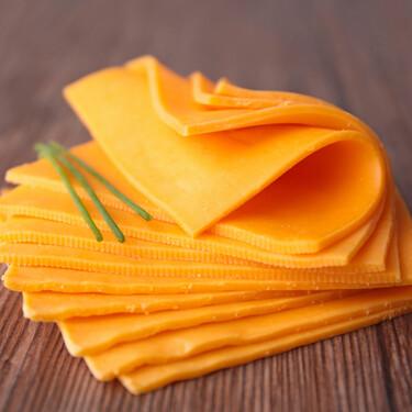 Cómo son los quesos veganos que están llegando a los supermercados (y por qué pueden tener más grasa que unas chuletas)