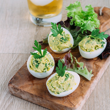 Receta de huevos rellenos de guacamole para el aperitivo