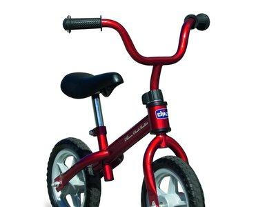 Amazon rebaja un 25% la bicicleta sin pedales Chicco First Bike a 22,49 euros. Disponible en rosa y rojo