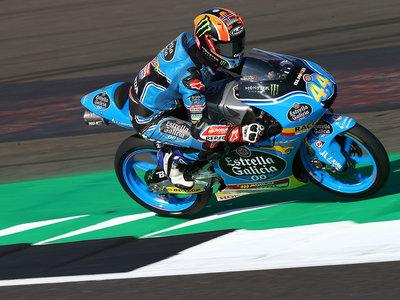 Enorme remontada de Áron Canet en Moto3 que gana en Silverstone tras salir 16º