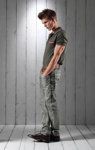 Foto de Lookbook primaveral: Love Moschino Men Primavera-Verano 2011 (8/23)