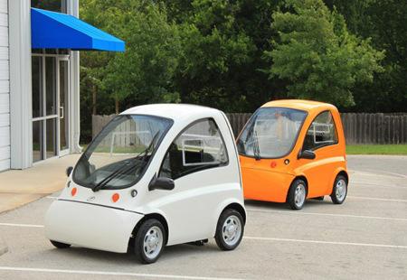 Kenguru, el coche que se conduce desde una silla de ruedas, ya está en producción