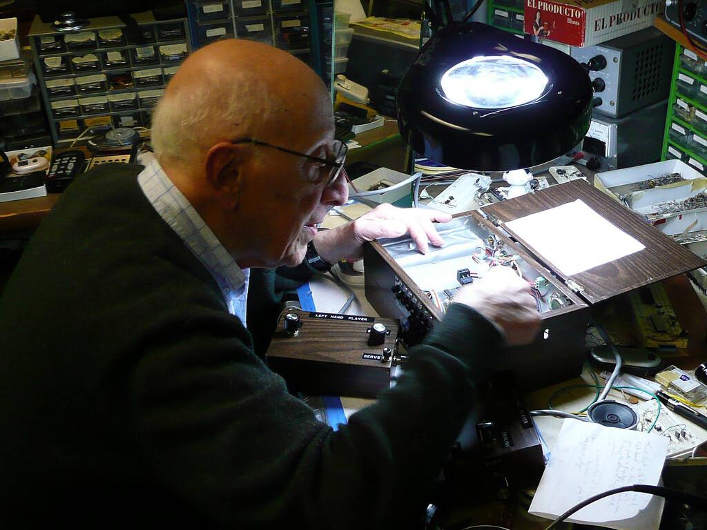A él le debemos la primera consola de videojuegos de la historia: Ralph Baer, un gigante de la ingeniería con una vida apasionante