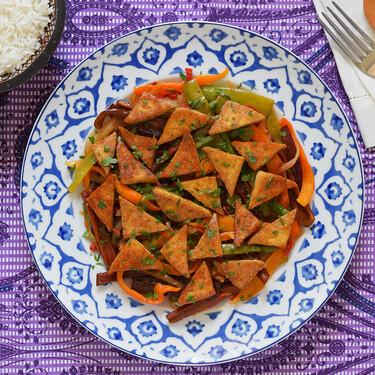 Tofu a la mostaza con salteado de verduras garam masala: receta vegana saludable llena de sabor