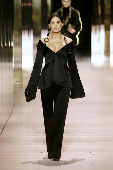 Una Demi Moore casi irreconocible se sube a la pasarela para Fendi Alta Costura 2021 junto a Kate Moss, Naomi Campbell y muchas otras