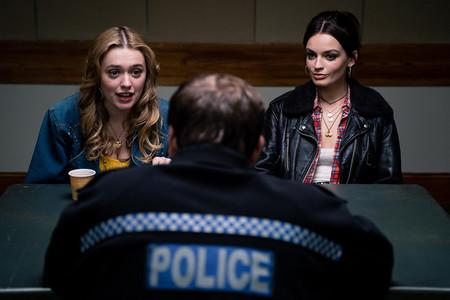 Netflix anuncia la fecha de estreno de la temporada dos de 'You' y las primeras imágenes de 'Sex Education 2' (y estamos deseando ver ambas)