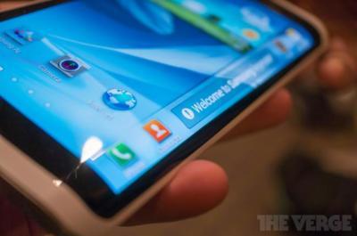 Samsung estaría lista para sorprender en octubre con un smartphone de pantalla curvada