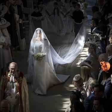 En video: Todos los detalles del vestido de novia y el vestido de noche de Meghan Markle en su boda con el Príncipe Harry