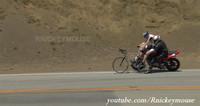 Dolorpasión™ bici: cuando un motero se lleva por delante a dos ciclistas en Mulholland Road