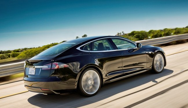 Tesla Model S negro
