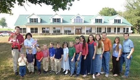 Un matrimonio de EEUU tiene 18 hijos y espera otro