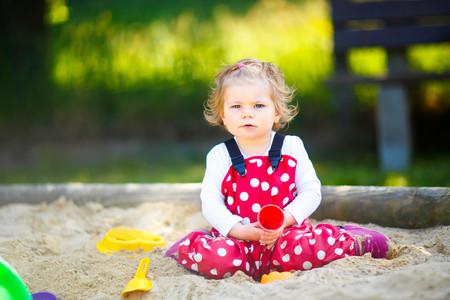 Cómo construir un arenero infantil en tu jardín o terraza, y que tus hijos disfruten de esta actividad con grandes beneficios