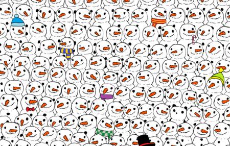 ¿Puedes encontrar al oso panda escondido entre este montón de muñecos de nieve?