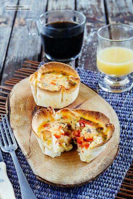Huevos revueltos con verduras en cazuelita de tortilla. Receta