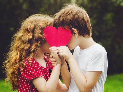 Se enamoraron en la guardería y él le pidió matrimonio más de veinte años después en el aula de preescolar en la que se conocieron