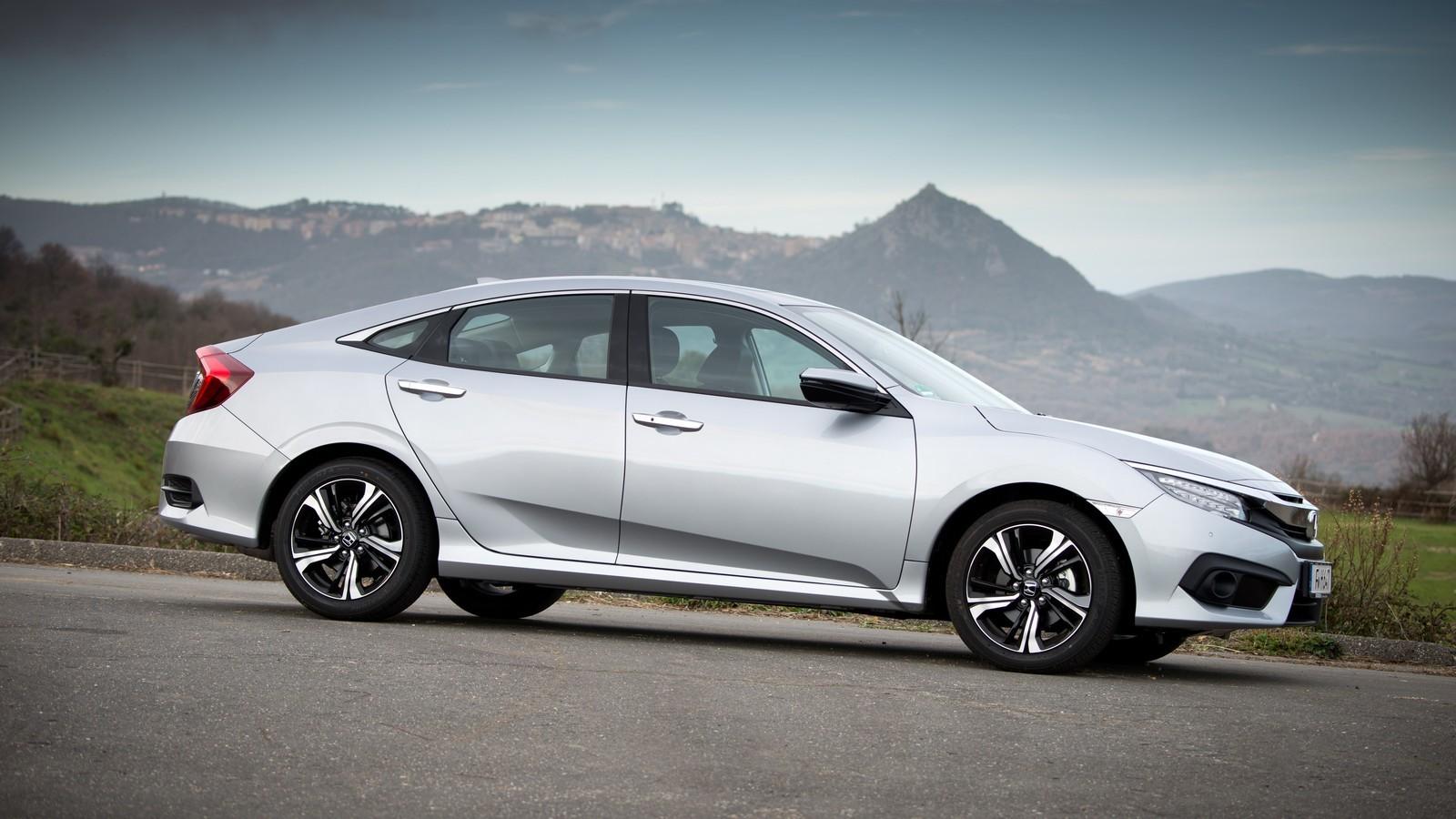 Foto de Honda Civic 4 puertas (24/37)