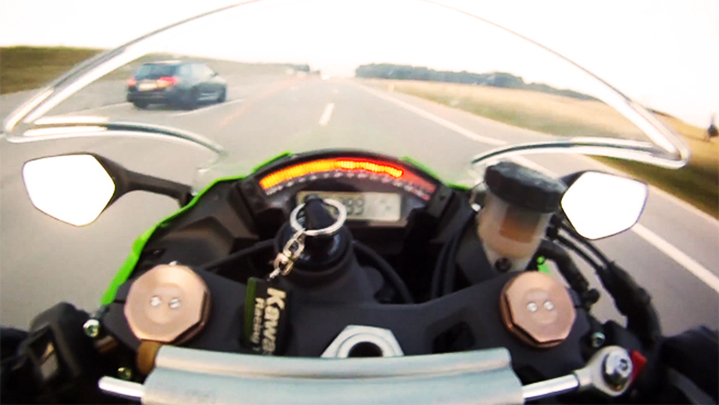 Kawasaki ZX10R vs Audi RS6 ABT