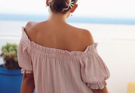 Este vestido holgado con escote bardot es de Primark, cuesta 22 euros y vale para todo: la invitada perfecta o una tarde de paseo