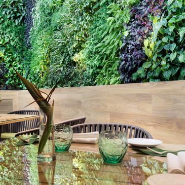 Planes para vivir la decoración fuera de casa: El mayor jardín vertical de Europa cuelga en The Observatory Restaurant de Madrid