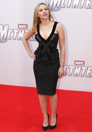 Los looks de Scarlett Johansson en las premieres de Los Vengadores