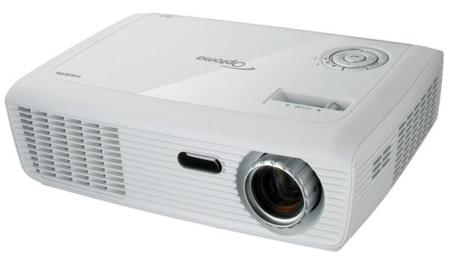 Optoma HD67, discreto proyector para empezar con el cine en casa HD y en 3D