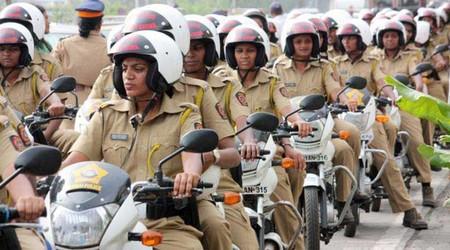 Mujeres Policia Moto India