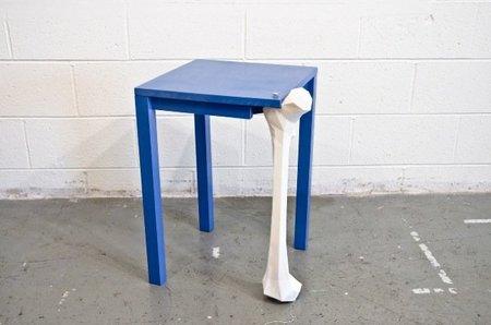 La mesa fémur tiene algo más que patas