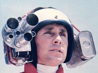 De tener un tipo subido a dos metros del coche a usar un dron: así ha cambiado la forma de rodar coches para cine