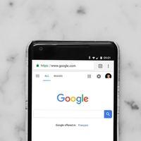Google mejora la forma de ver las noticias principales en el móvil: más orden y más contenido