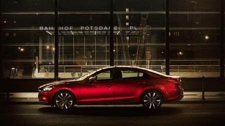 El nuevo Mazda6 se nos descubre en todo su esplendor: más músculo y refinamiento para la berlina nipona