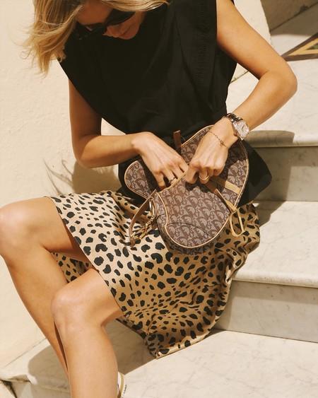 Clonados y pillados: este verano seguirá el furor de la falda de leopardo de Réalisation Par