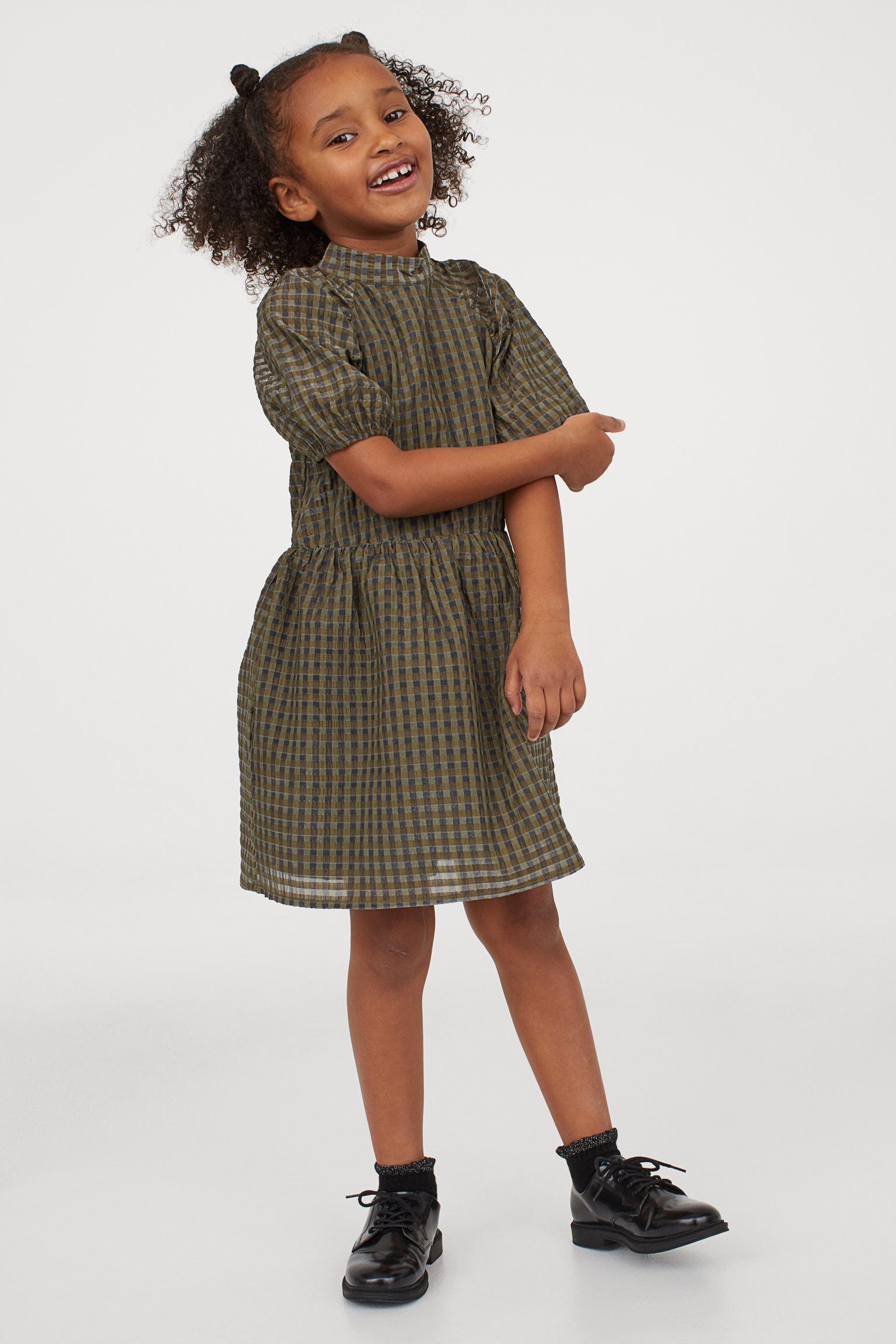 Vestido abullonado con estampado tartán de niña