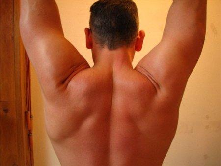 Un ejercicio para fortalecer el manguito rotador trabajando en polea