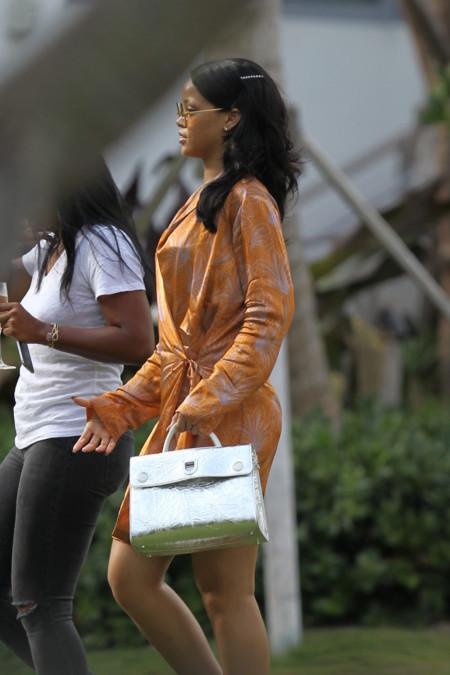 Rihanna con el bolso Diorever
