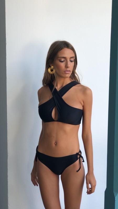 Bikini Negro Cruzado Y Braguita 600x1067