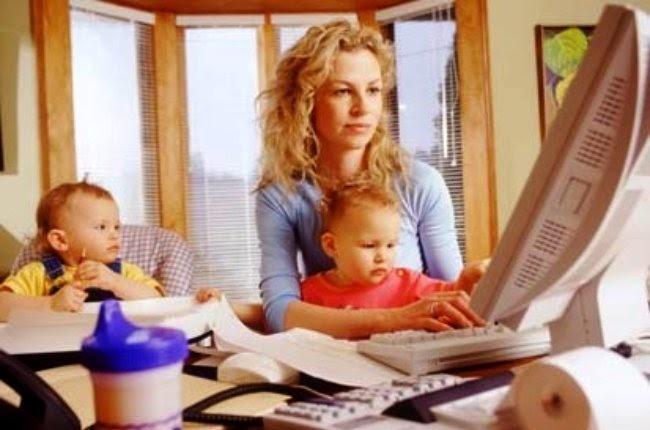 mama en el ordenador