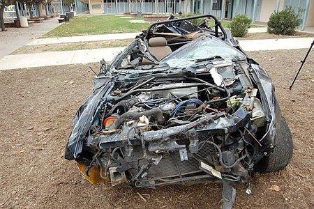 Hay gente con mucha suerte (LXIV): Caer con un coche por un acantilado y sobrevivir