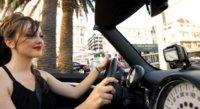 Parrot Minikit Smart te facilita aprovechar tu teléfono en el coche