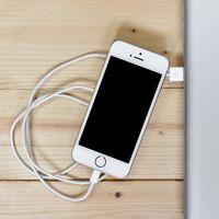 Apple confirma que el bajo rendimiento en los viejos iPhone es intencional y se debe a la batería