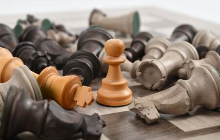 El rendimiento cognitivo alcanza su pico máximo a los 35 años (al menos en el ajedrez) y comienza a decaer en mitad de la cuarentena
